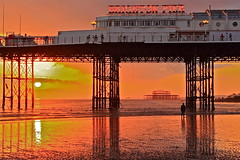 A volte c'e cosi tanta bellezza nel mondo, che non riesco ad accettarla / Sometimes there's so much beauty in the world I feel like I can't take it (AndreaPucci) Tags: uk sunset sea pier brighton tramonto mare essex molo regnounito brig