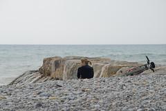 ELLA, LA BICICLETA Y SUS PENSAMIENTOS (ABUELA PINOCHO ) Tags: españa mar mujer spain candid bicicleta espalda pincel piedras castellon pensativa robado burriana regladelostercios