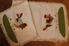 Trilho de galinhas (ceciliamezzomo) Tags: county chicken table crazy stitch handmade patchwork hen runner bordado galinhas trilho