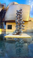 El Museo Guggenheim de Bilbao (Luis Diaz Devesa) Tags: reflection water agua bolas bilbao reflejo guggenheim museo paisvasco luisdiazdevesa