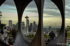 Framing the Needle (Andrew E. Larsen) Tags: seattle sky kerrypark papalars andrewlarsen andrewlarsenphotography kerryparkmystique