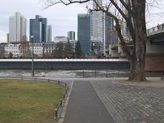 frankfurt_fz50_1140562 (Torben*) Tags: river lumix boat frankfurt main panasonic riverbank ufer fluss frankfurtammain fz50 hochhuser binnenschiff rawtherapee officehighrises