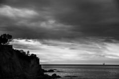 KANTAURI ITSASOA (T.Miravalles) Tags: naturaleza blancoynegro monocromo natura paisaje sombras bermeo clima paisaia cantbrico monocromtico canon7d canon1585