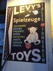 Levy's Spielzeuge (AC Photography (Aury)) Tags: berlin germany hackeschermarkt scheunenviertel hackeschehofe