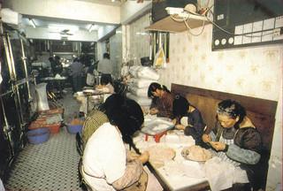 Kowloon Walled City 九龍城寨 - Photos - 80年代-城寨內點心工場.jpg