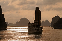 halong bay sailing [EXPLORE] (diamir8000) Tags: travel cruise sunset red sea glitter canon geotagged bay boat rocks asia sailing colours dragon vietnam explore pearl frontpage halong halongbay indochina limestones canoneos7d