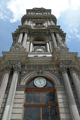Dolmabahe Palace Clock Tower, Istanbul, Turkey (SvKck) Tags: tower clock turkey torre tour trkiye royal istanbul palace trkei monarch empire imperial architektur palais sultan ottoman schloss turm  saat highness abdul architettura strait bosphorus emperor trme castel reich torri sovereign paleis saray turchia   kulesi  dolmabahe  stambul osmanl  caliphate saray castelul  ryk balyan islambol stamboul dersaadet  islambul palaa payitaht hnkar pyitaht osmanisches arhitectur carigrad ottomanstyle argitektuur mecid ottomana  filledgarden  ottomaanse svkck devletialiyyeiosmniyye  otomansko