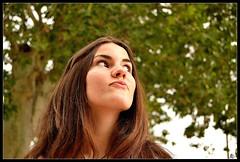 Lips (Alvaro Ballesteros) Tags: verde arbol chica retrato lips labios nublado guapa pensativa morritos