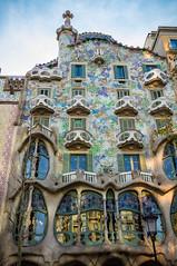 Casa Batll (Daniel Zwierzchowski) Tags: barcelona city building beautiful architecture canon eos rebel casa spain outdoor gaudi catalunya 1022mm batllo ultrasonic batll architektura 550d t2i eos550d