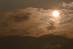 Perle dans son coton (vieubab) Tags: ciel nuages nature soleil levdujour luminosit lumire