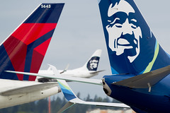 2016_06 Delta Alaska-7 (jplphoto2) Tags: sea alaska airplane aircraft aviation delta alaskaairlines deltaairlines ksea seattletacomainternationalairport alaskaairlineslogo jeremydwyerlindgren jdlmultimedia deltaairlineslogo