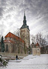 St Nicholas Church , tallinn , estonia (gruntpig) Tags: old trees snow building history church st museum big estonia religion spire german stnicholas fortress stnicholaschurch 13thcentury niguliste hdrtallinntallin