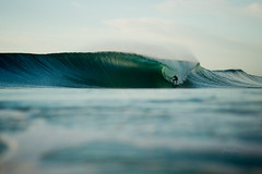 (SARA LEE) Tags: morning 50mm perfect surfer tube barrel wave australia nsw byronbay aframe sarahlee kobetich surfhousing