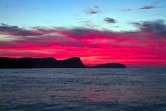 Un amanecer espectacular (ibzsierra) Tags: blue red sea sky cloud mer azul sunrise canon dawn mar cel ibiza cielo 7d eivissa nube baleares roja roig oltusfotos amanecver