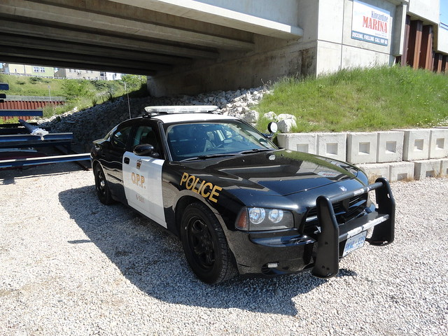 ontario police dodge charger 2010 provincial opp