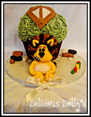Raa Raa the noisy little lion giant cupcake
