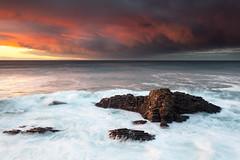 Labur (Andoni Lamborena) Tags: sunset sea seascape canon atardecer mar rocks bizkaia rocas cantbrico muskiz iluntze kobaron itsaslur 5d2 lamborena lacercada covarn hitechreverse