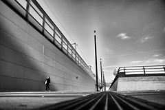 lonely walk (d26b73) Tags: blackandwhite bw monochrome noiretblanc streetphoto schwarzweiss x70 urbanarte