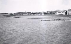 Vlieland - omringdijk - 1959 (Dirk Bruin) Tags: vlieland dijk waddendijk omringdijk dijkverhoging deltaplan deltahoogte veerdam steiger rijkswaterstaat dorp oostvlieland