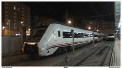 Durmiendo en Guixar (javivillanuevarico) Tags: trenes vigo ferrocarril renfe 599 596 vigoguixar