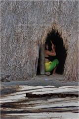 IMG_0281  Mulher da tribo Kuikuro se preparando antes da apresentao na Toca da Raposa, Juquitiba, So Paulo, Brazil. / Woman of the Kuikuro tribe getting ready for a presentation at Toca da Raposa, Juquitiba, So Paulo, Brazil. (Wilfred Paulse) Tags: brazil woman colour beauty brasil cores necklace indian mulher clothes hut flipflops xingu beleza bodypainting tribe colar cor indigenas indio tribo indigenous roupa oca chinelo indigena brazilianindians etnia tocadaraposa kuikuro altoxingu indiosdobrasil etniakuikuro pinturanocorpo wilfredpaulse ethnicgroupkuikuro