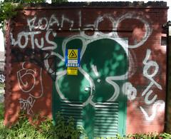 10FT (lewis wilson) Tags: urban streetart graffiti paint tag graff bomb 10ft streetartlondon 10foot thowie