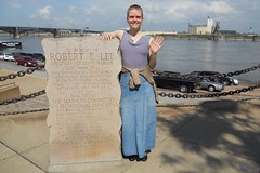 Robert E. Lee Saves The Port Of St. Louis (kleepet) Tags: monument illinois stlouis wave mo missouri mississippiriver saintlouis grainelevator eadsbridge robertelee jeffersonnationalexpansionmemorial stlouisgatewayarch relee coreofdiscovery missourihiawathatrip