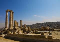 Temple Of Hercules, Amman, Jordan (Eric Lafforgue) Tags: city sunlight history stone architecture outdoors temple photography ancienthistory ruins day roman amman middleeast sunny nobody nopeople jordan arabia column copyspace thepast hercules 116 clearsky jordanien jordanie jordania ancientrome capitalcities  giordania traveldestinations  hashemitekingdomofjordan oldruin  jordani rdn templeofhercules alurdun jordnia horizonoverland builtstructure  yordania colourpicture  iordania   jordnsko