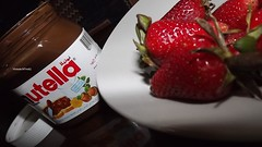 nutella w strawberry! (Victoria M7md) Tags: canon bahrain blackberry uae victoria bb bhr qatar      do7a qtr        m7md   qatari  qatarya       q6r            kuwite