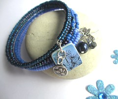 Blue dandelion memory wire bracelet (Di's jewellery) Tags: blue beads charm dandelion polymerclay bracelet memorywire