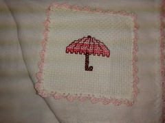 Fralda de Boca - Guarda Chuva Rosa F010 (SaluArts) Tags: de pano cruz infantil beb boca ponto paninho fralda fraldinha enxoval