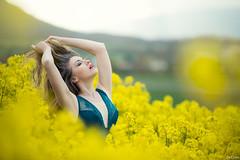 Ania (Pablo Caas) Tags: flower color colour planta beautiful beauty yellow model gente flor paisaje viento ania rape modelo amarillo cielo campo sombrero monte pamela mirada aire belleza pelo airelibre colza