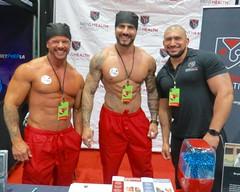 IMG_3880 (danimaniacs) Tags: shirtless man hot sexy smile pecs hat tattoo beard muscle muscular hunk cap stud scruff dragcon