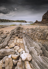 Playa del Portio (Jose Peral Merino) Tags: sea sky landscape mar paisaje cielo tormenta rocas cantabria mareabaja costaquebrada