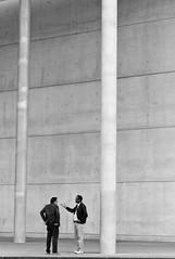 Listen! (TablinumCarlson) Tags: street leica bw man men art museum modern germany munich mnchen bayern deutschland bavaria 50mm gallery kunst streetphotography moderne m summicron m8 mann munchen minimalism der muenchen pinakothekdermoderne pinakothek fassade listen brd sule sddeutschland maxvorstadt minimalismus galleryofthemodern
