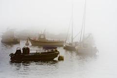 Brumes dans le goulet (Harald Dugenet.) Tags: port bretagne bateau brouillard brume goulet atlantique boue coffre plouzan merdiroise radedebrest dellec portdudellec