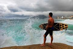 Surf in Arpoador Beach (sandrovox) Tags: sky praia sport riodejaneiro surf orla wave beat ondas arpoador