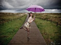 It's raining again (Isidr Cea) Tags: playa modelo paraguas sesion eliseo barran olympuse3 isidrocea isidroceagmailcom nazaretotero