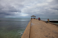 Memory of Hawaii: Cloudy Morning (Junnn) Tags: morning sea beach clouds hawaii us waikiki oahu osanpo canonef2470mmf28lusm 2470l 2470mmf28 kuhiobeachpark canoneos5dmarkii