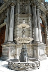 Dolmabahe Palace Clock Tower, Istanbul, Turkey (SvKck) Tags: fountain turkey brunnen trkiye fuente royal istanbul palace trkei monarch empire imperial architektur palais sultan ottoman schloss fontana  highness  abdul architettura strait bosphorus emperor castel reich sovereign paleis saray turchia fontein  dolmabahe  stambul eme osmanl   caliphate saray castelul  ryk balyan islambol stamboul dersaadet  islambul palaa  payitaht hnkar pyitaht osmanisches arhitectur carigrad ottomanstyle argitektuur mecid ottomana filledgarden  ottomaanse  svkck devletialiyyeiosmniyye  otomansko