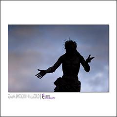 Aura acrisolada (Chema Concellon) Tags: sunset sky españa backlight clouds contraluz easter atardecer monocromo spain hands europa europe manos valladolid escultura corona cielo paso nubes ritual silueta cristo ocaso aura cultura viernessanto jesús semanasanta silohuette 2010 tradición castilla espinas celebración talla crisol escultor jesucristo procesión rito hollyweek castillayleón costumbre religión pasión gesto monocromático rodillas divinidad 50v5f devoción cofradía imágen perdón imaginería súplica chemaconcellón procesióngeneral coronadeespinas maderapolicromada imaginero penitencial pasoprocesional cristodelperdón esculturapolicromada sagradapasióndecristo bernardodelrincón implorante pañodepureza procesióngeneraldelasagradapasióndelredentor pañodecastidad auraacrisolada acrisolada