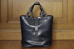 """"""" CHAMBORD SELLIER """" Tote Bag w/ White Stitch (DRESSTERIOR). 1st.Model / 9 Inches Taller Than Current Version.  2006 French. (Jin Hidaka ドレステリアWEB制作会社) Tags: color home beautiful leather fashion metal museum modern french handle design hardware belt high italian hand furniture quality interior lounge band lifestyle style vegetable luggage special canvas collection made precious strap material tanner product limited edition brass luxury rare finest collector tanned solid craftsmanship フランス manufacturer tanneries crafted valuable authentique エルメス prestigious バッグ 革 レザー トート 馬具 ドレステリア シャンボールセリエ"""