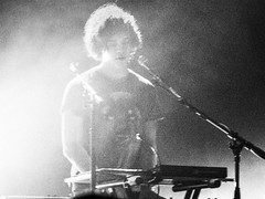 Dot Major of LONDON GRAMMAR at The El Rey Theatre in Los Angeles (DRUified) Tags: california usa losangeles livemusic liveperformance elreytheatre britishpop hannahreid londongrammar rebeccadruphotography dotmajor danrothman vocalisthannahreid guitaristdanrothman drummerdominicdotmajor britishpoptrio