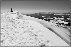 Guardando lontano - Looking away (Matteo Bersani) Tags: snow neve a58 montagnamountain pianidiartavaggio sonyalphaitalia cimadipiazzo bwbwbnblackwhitebianconero