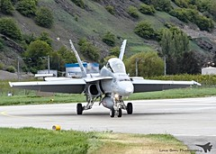 Hornet from Sion (lucaban87) Tags: canon swiss aviation 7d hornet f18 douglas aereo spotting sion mcdonnell fa18 mcdonnelldouglas spotter avgeek aviationphotography swissairforce aroport avporn 7dmkii aviationporn