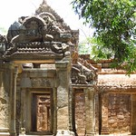 "Ta Prohm <a style=""margin-left:10px; font-size:0.8em;"" href=""http://www.flickr.com/photos/14315427@N00/6967036588/"" target=""_blank"">@flickr</a>"