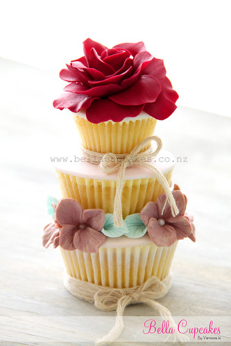 Romance & a hint of vintage chic tiered cupcake
