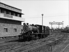 Signal gantry YL 5112 Locomotive and signal box (RhinopeteT) Tags: india steam locomotive ajmer mpd