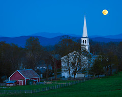 Moonrise over Peacham (Mike Blanchette) Tags: usa moon church vermont dusk newengland fullmoon moonrise vt congregationalchurch peacham