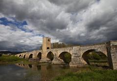 Puente Romano sobre el Ebro en Fras (pablo.mazorra) Tags: rain ro puente day romano ebro frias